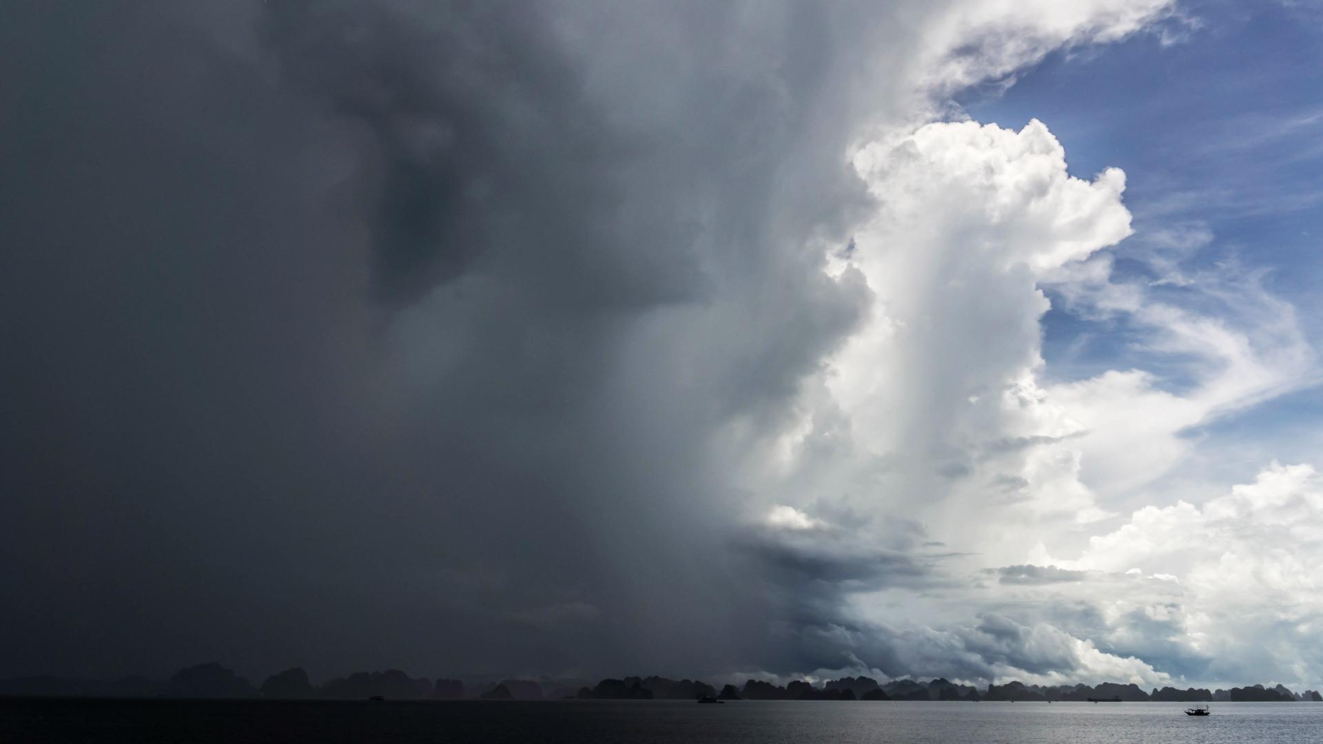 Foto Sturm Halong Bay