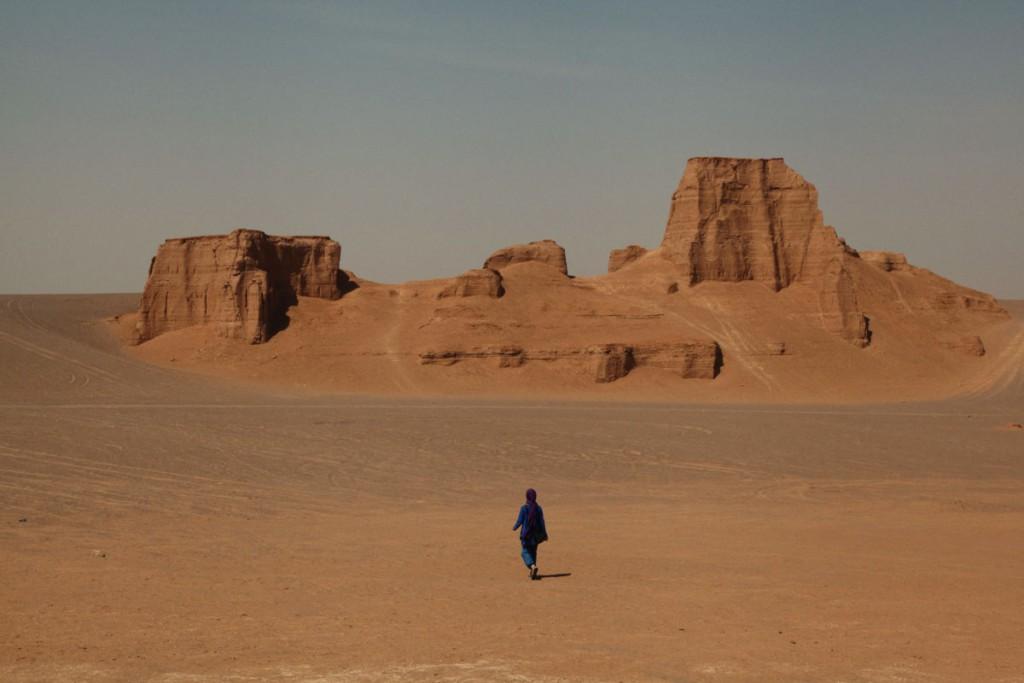 """In den """"Kaluts"""" haben Wind und Erosion riesige Sandberge geformt – ein unvergessliches Naturspektakel."""