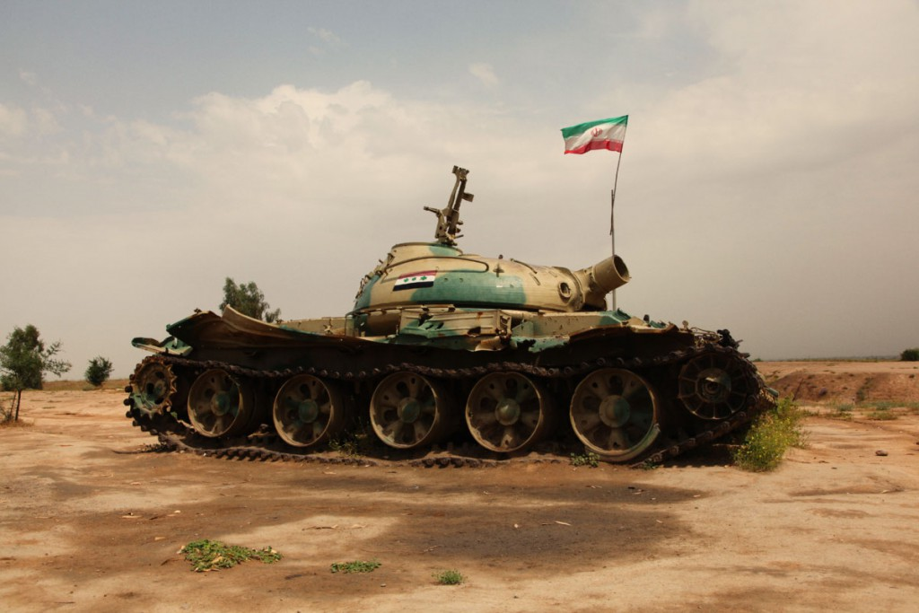 Zerstörter irakischer Panzer am Schlachtfeld Fatholmobin: Die Erinnerung an den Krieg mit dem Nachbarland (1980-1988) wird an vielen Gedenkstätten aufrecht erhalten.