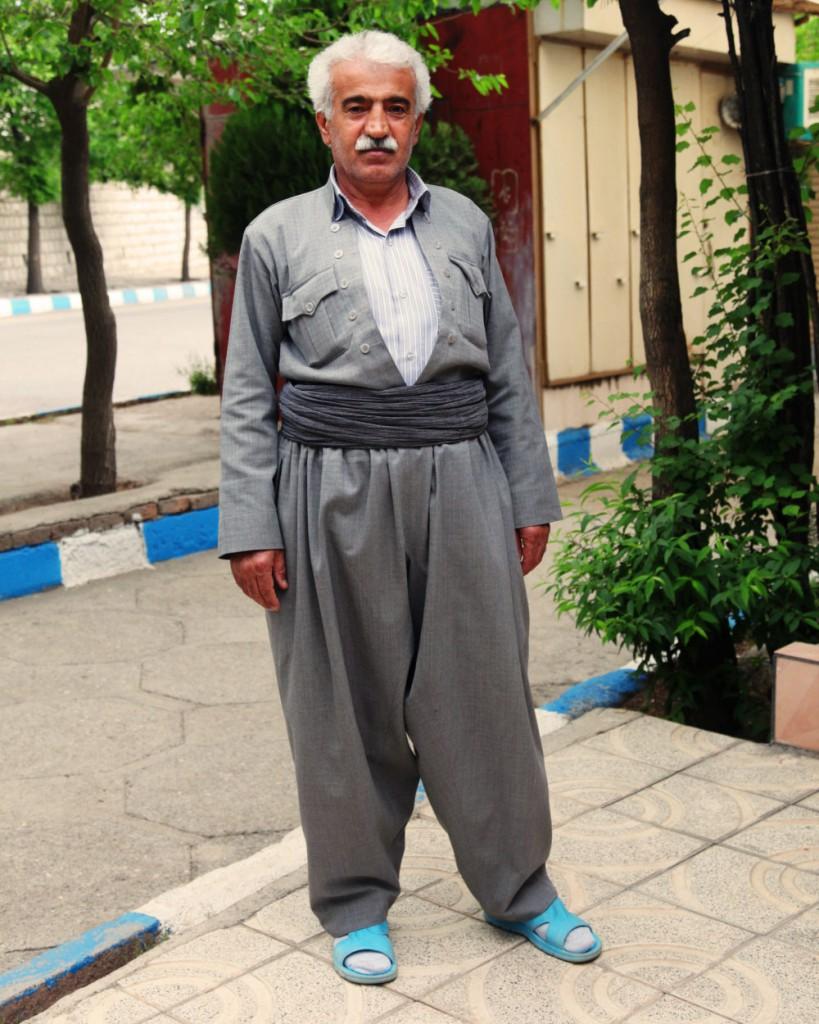 """Kurdische Tracht mit Gummisandale: Im """"wilden"""" Westen des Landes erlebte ich ganz besonders freundliche Menschen."""