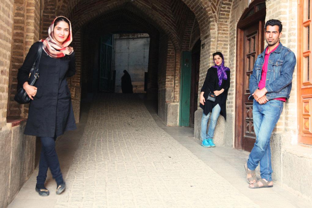 Junge Iraner: 60 Prozent der Einheimischen sind unter 30 Jahre alt – viele träumen von mehr Freiheiten im Alltag.