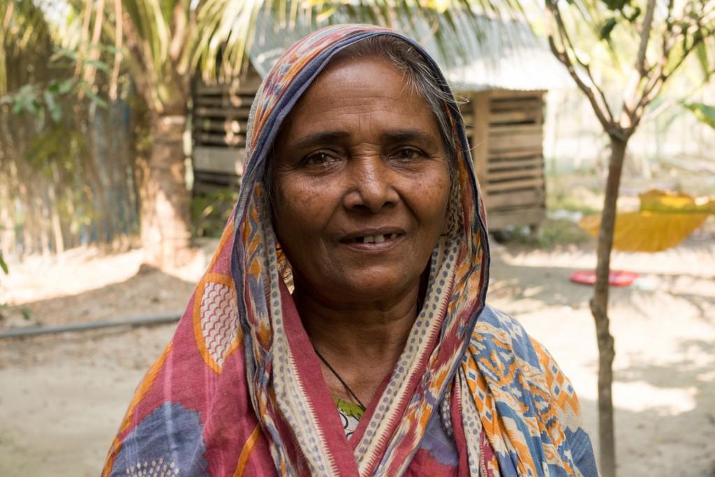 und ihre Mutter. Es ist in Bangladesch üblich, dass man mit seinen Eltern zusammenlebt.