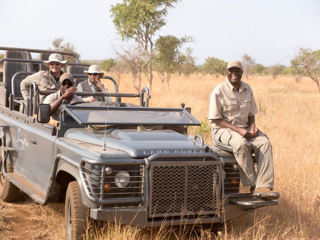 Na, dafür: Auf den Safari Land Rovern kann man optimal die Tierwelt des Nationalparks entdecken.