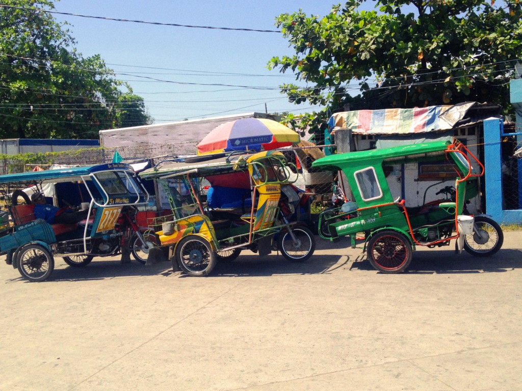 Bild-16,-Tricycles-in-Dumaguete
