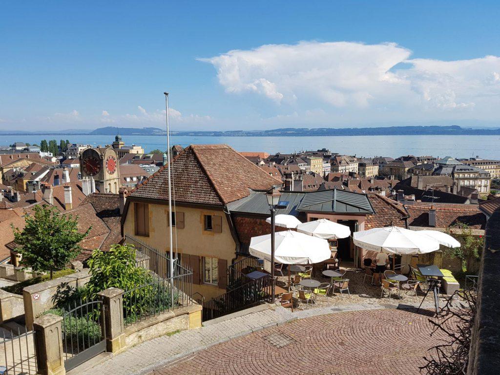 Am besten lässt sich die Stadt am Seeufer oder oben auf dem Schlosshügel genießen.