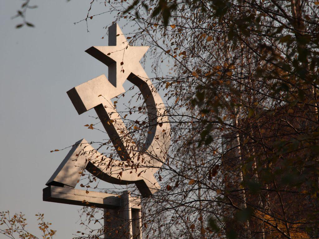 Zeichen vergangener Tage: Der Kommunismus scheint hier noch nicht so weit weg zu sein wie in Moskau oder Sankt Petersburg. Im Ortszentrum steht sogar eine Stalin-Büste.