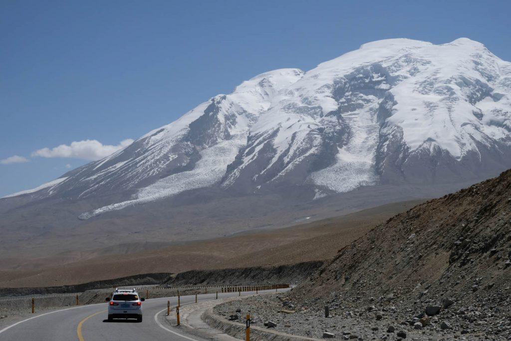 China ist ein Land der hohen Berge – allein neun der 14 Achttausender stehen zumindest teilweise auf chinesischem Gebiet. Eindrucksvoll ist auch der Muztagh Ata in der Provinz Xinjiang.