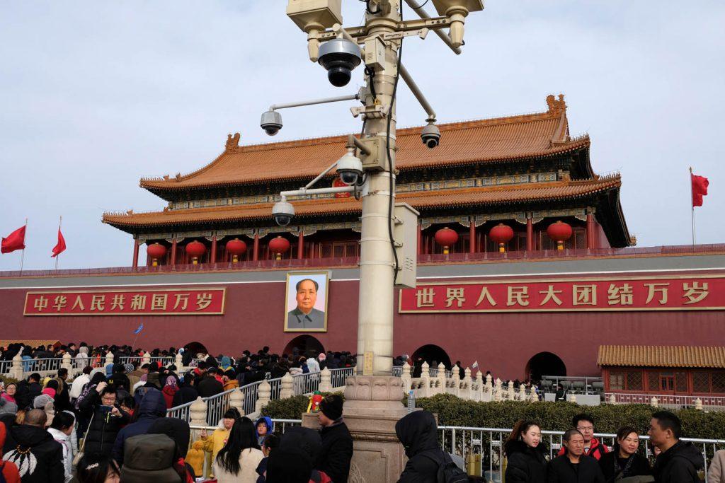 In Peking, wie hier am Eingang der Verbotenen Stadt, findet man kaum einen öffentlichen Ort mehr, der nicht mit Kameras bestückt ist.