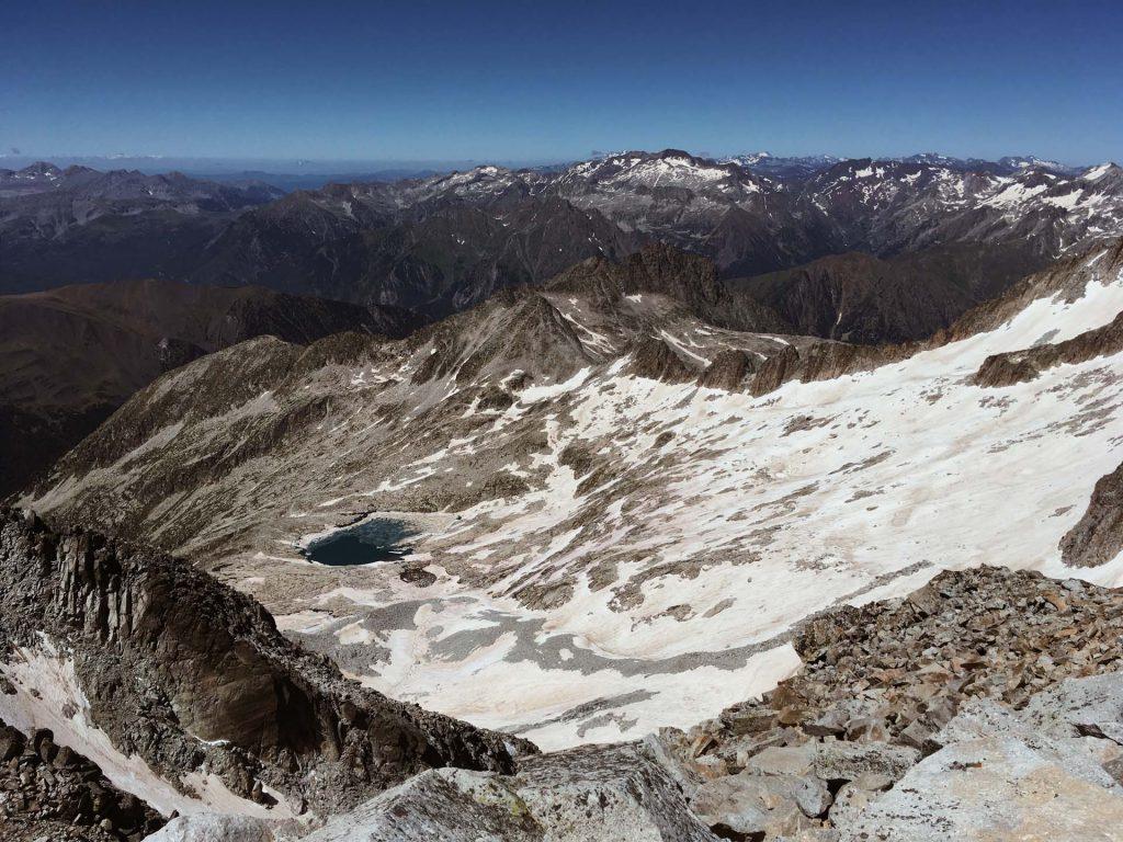 Blick zurück zum Lacs Coronas vom Gipfel aus
